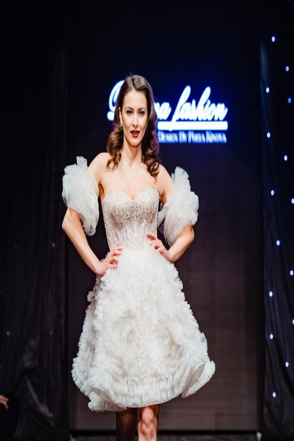 Бутикова рокля White Swan 2